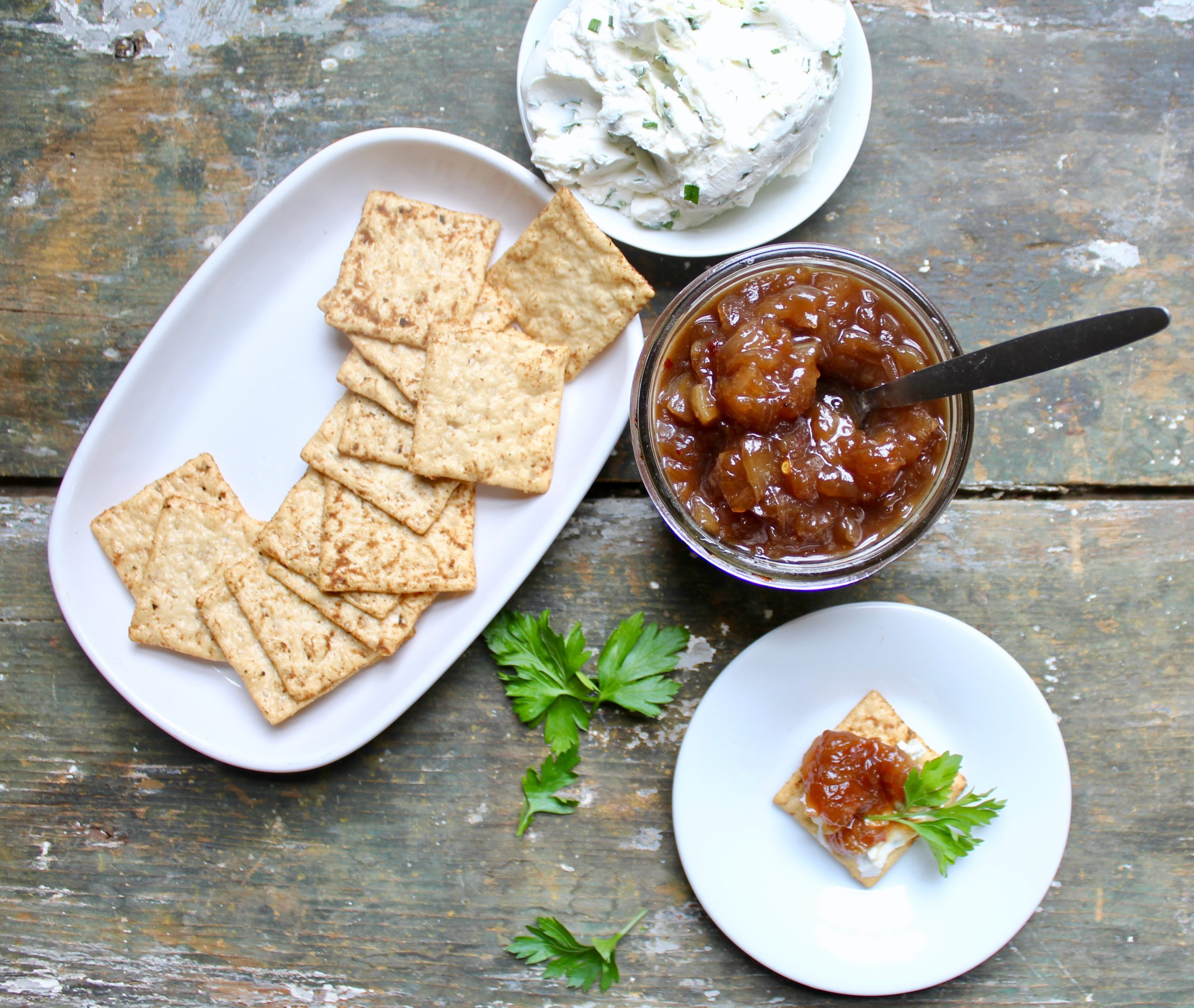 vidalia onion chutney with crackers