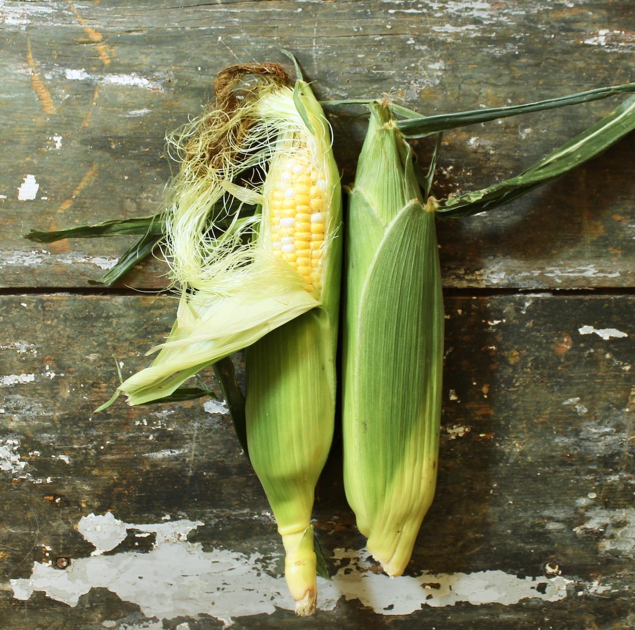 ears of corn for smoky tomato corn soup